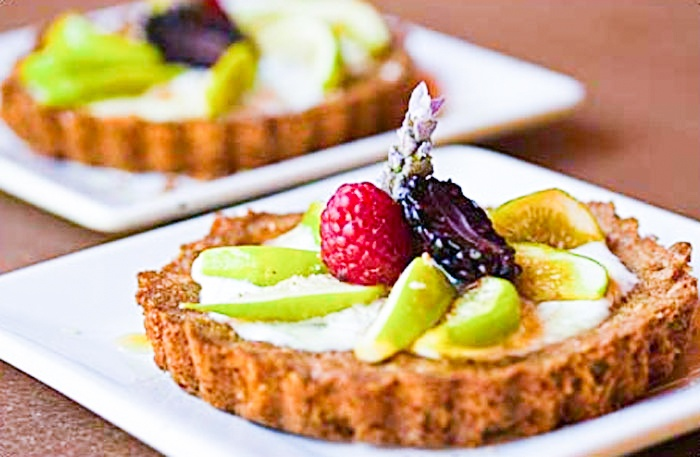 Mini Oatmeal Tarts with Figs and Yogurt
