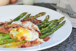 Asparagus with Poached Egg and Frizzled Prosciutto
